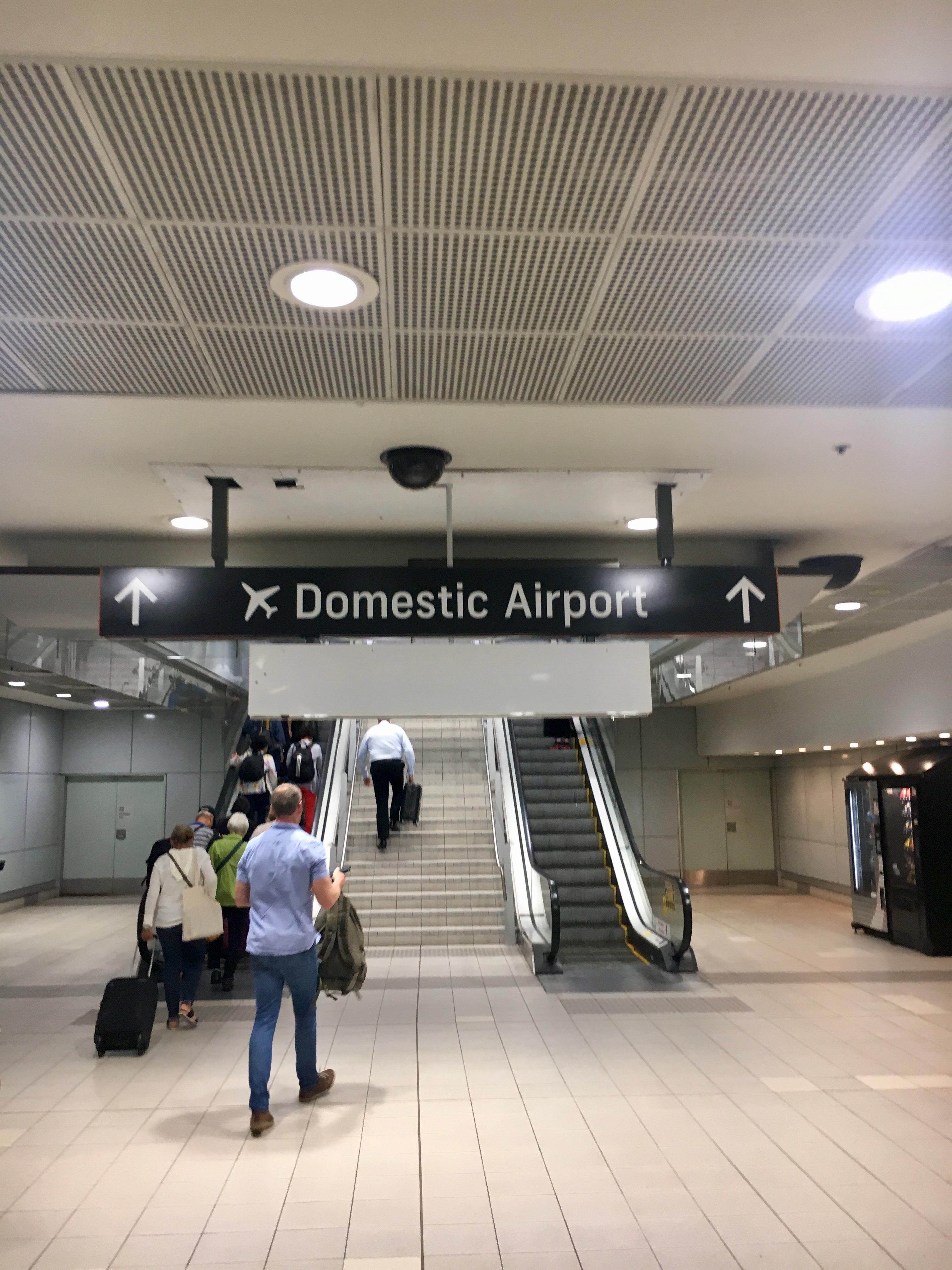 Virgin Australia, Economy Class – Boeing B 737-800: Sydney